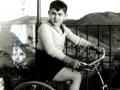 D. José montando en bicicleta (A la edad de 7 u 8 años)