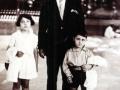 D. José Rivera Ramírez con su padre y su hermana Ana María en el Retiro de Madrid