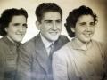 D. José y sus hermanas Carmelina y Ana María, al irse al Seminario