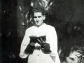 En el jardín de su casa antes de su ingreso en el Seminario de Comilla